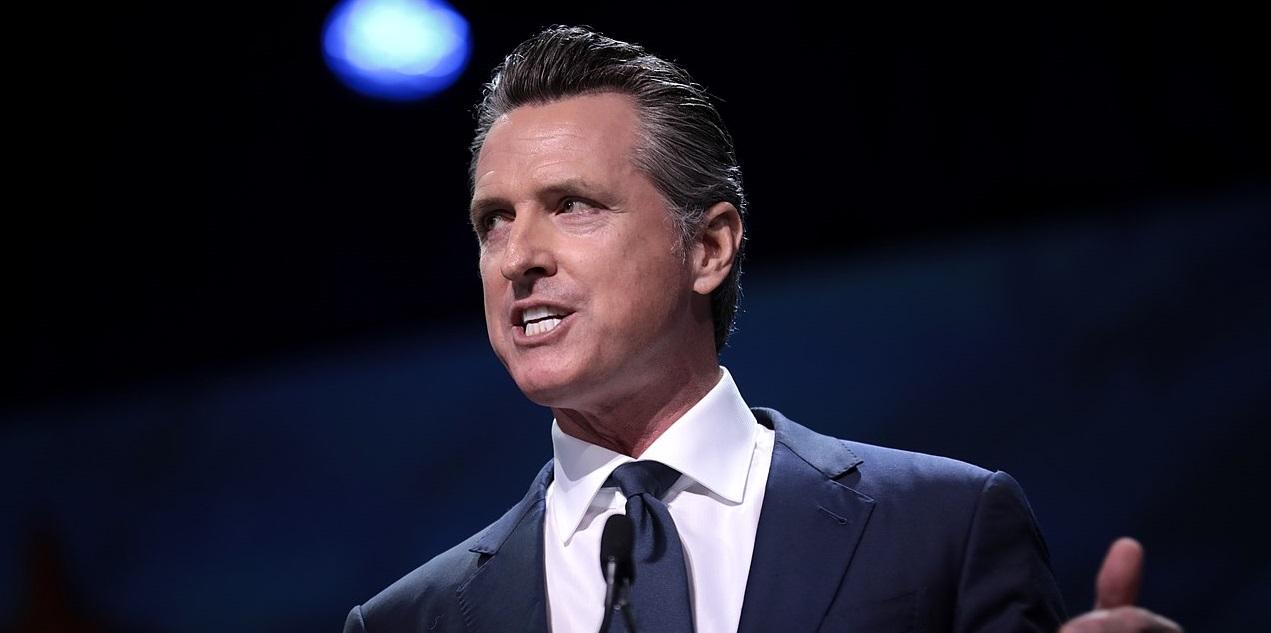"""El gobernador de California oculta datos del negocio """"turbio"""" con el régimen chino por mil millones de dólares"""
