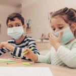 El riesgo del virus del PCCh en los niños es muy reducido, dice nuevo informe