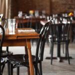 Alcalde demócrata es acusado de aumentar los casos del virus PCCh para mantener cerrados bares y restaurantes
