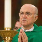 """""""Conspiración global contra Dios y la humanidad"""": El arzobispo Vigano advierte a Trump"""