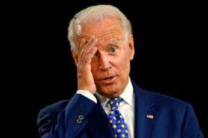 Le indican a Biden, «SALUDE A LOS MARINES» y él solo repite ¡salude a los marines!