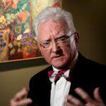 Los medios y los políticos están impulsando «el mayor engaño jamás perpetrado», afirma experto en coronavirus