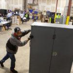 UN VIEJO TRUCO: Simularon un caño roto para traficar votos y quedó registrado en video