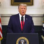 Trump muestra un nuevo eslogan mientras desconoce vínculo con el Partido Patriota