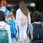 Tribunal alemán levanta la obligatoriedad de mascarillas, distancia social, y tests para los niños en los colegios