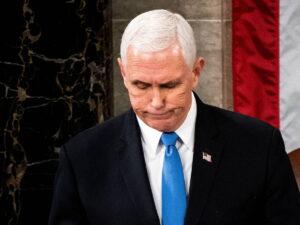 Revelan que un asesor clave 'antiMAGA' de Pence le dijo que cortara y huyera de Trump y de la Constitución
