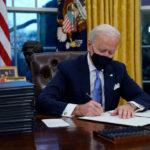 La mayoría de estadounidenses desaprueban órdenes ejecutivas de Biden, revela encuesta