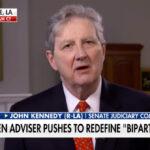 """El plan de infraestructuras de Biden tiene «más banderas rojas que la embajada china"""", afirmó Kennedy"""