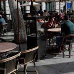 ¡Afuera!: Comensales de un restaurante en Vancouver echaron a los agentes que querían cerrarlo