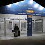 Hisopados en el aeropuerto de Ezeiza en Argentina: un negocio millonario manejado por un misterioso laboratorio