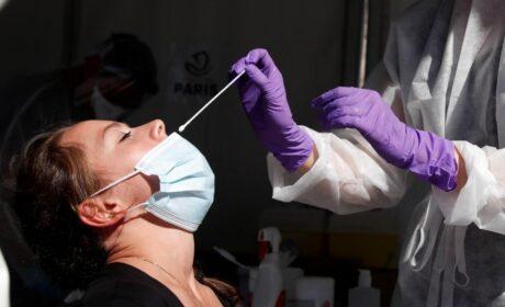 Advierten que los hisopos nasales están asociados con un mayor riesgo de meningitis