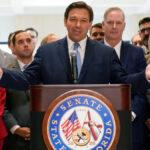 """DeSantis pone fin al """"estado de emergencia"""" de covid en Florida y anula las restricciones locales"""