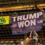 Exhiben pancarta «Trump ganó, salvemos a EEUU» y los expulsan del estadio
