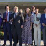 La pandemia terminó, solo se olvidaron de avisarnos: Sin mascarillas ni distanciamiento social, líderes del G7 desatan la polémica