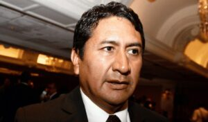 La Fiscalía abre una investigación al fundador del partido comunista Perú Libre por blanqueo de dinero