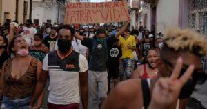 Dos cubanos explican en primera persona los horrores del comunismo en Cuba