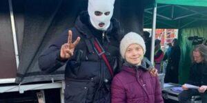 Greta se suma a la campaña pro-vacuna Covid junto un rapero criminal