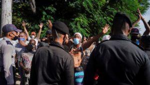 Continúa la cruenta represión en Cuba mientras el régimen lanza el comodín de la falsa guerra civil