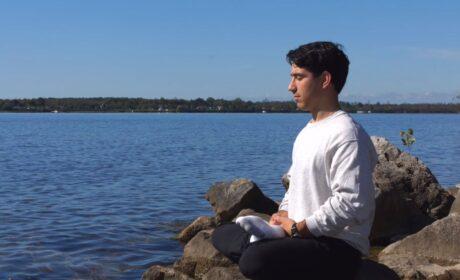 Los beneficios de la meditación para la salud mental y física (Video)