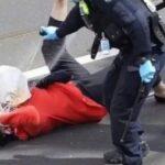Australia: Una abuela es derribada y rociada con gas pimienta por la policía durante una protesta en Melbourne contra los encierros