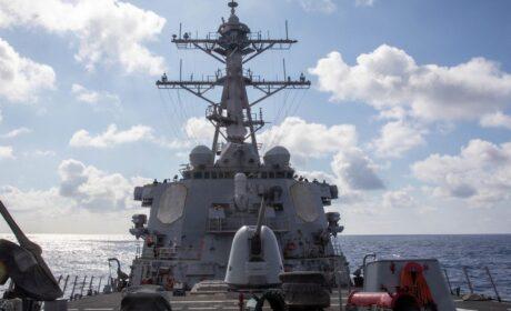 El régimen chino despliega sus fuerzas para patrullar las inmediaciones de Taiwán tras el paso de un destructor de EE.UU.