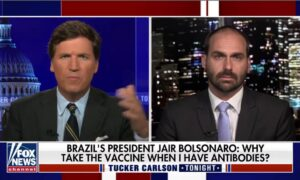 """Eduardo Bolsonaro con Tucker sobre Estados Unidos: """"Tienen alcaldes marxistas que usan la pandemia para imponer su control"""""""